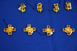 Золотые части конской сбруи всадника найденного в Фатежском районе