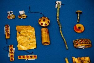 Часть золотой сбруи всадника найденного в Курской области