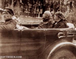 Ленин и Крупская по дороге в Горки, на автомобиле.