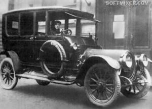 Машина на которой ездил Ленин. За рулем Степан Гиль, водитель Ленина.